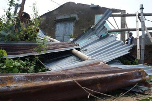 """Tan nát ở làng """"Chanchu"""" sau bão số 11 - 1"""