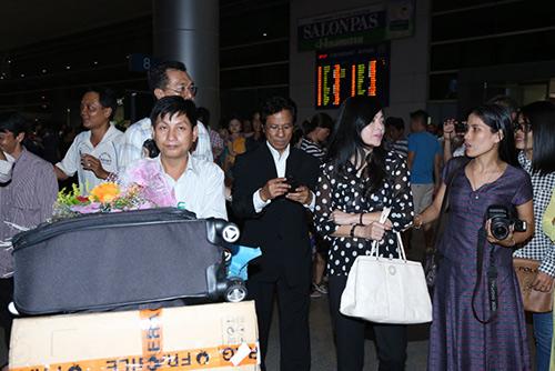 Chế Linh và vợ về nước làm tour xuyên Việt - 4