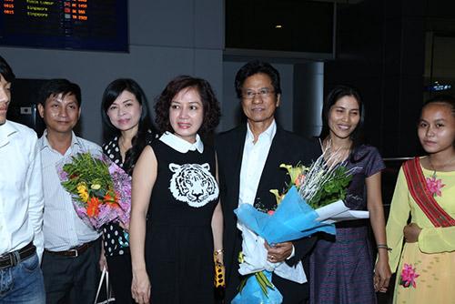 Chế Linh và vợ về nước làm tour xuyên Việt - 8