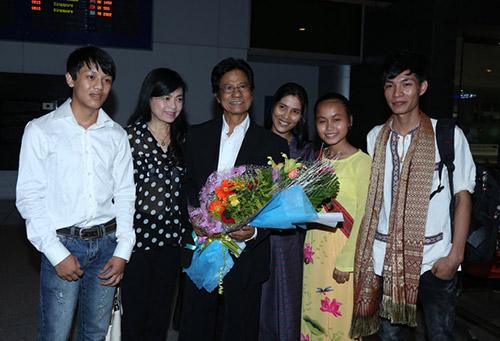 Chế Linh và vợ về nước làm tour xuyên Việt - 9