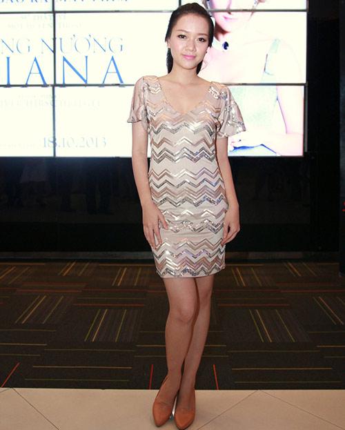 "Trang Nhung ""ngoan hiền"" đi xem phim Diana - 15"