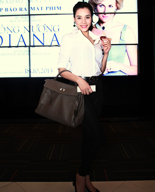 "Trang Nhung ""ngoan hiền"" đi xem phim Diana - 2"