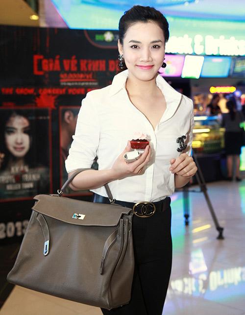 "Trang Nhung ""ngoan hiền"" đi xem phim Diana - 4"