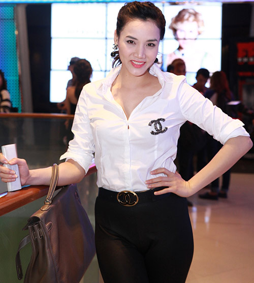 "Trang Nhung ""ngoan hiền"" đi xem phim Diana - 6"