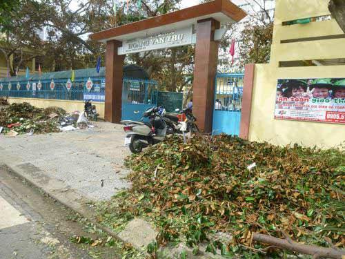 Đà Nẵng: Nhiều trường tan hoang sau bão số 11 - 1