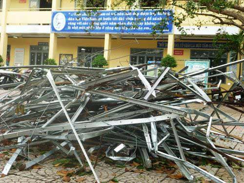 Đà Nẵng: Nhiều trường tan hoang sau bão số 11 - 2