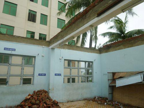 Đà Nẵng: Nhiều trường tan hoang sau bão số 11 - 5