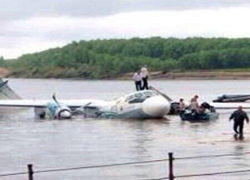 Tai nạn máy bay ở Lào: Thi thể văng xa 20 km - 1
