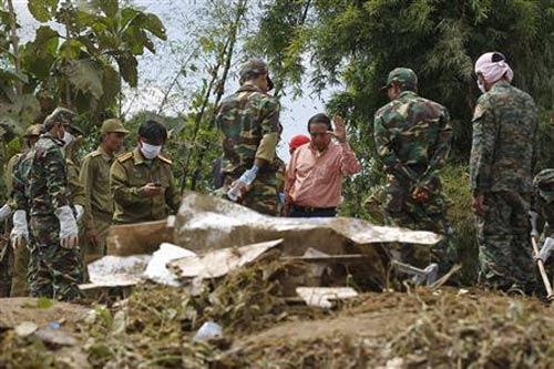 Tai nạn máy bay ở Lào: Thi thể văng xa 20 km - 2