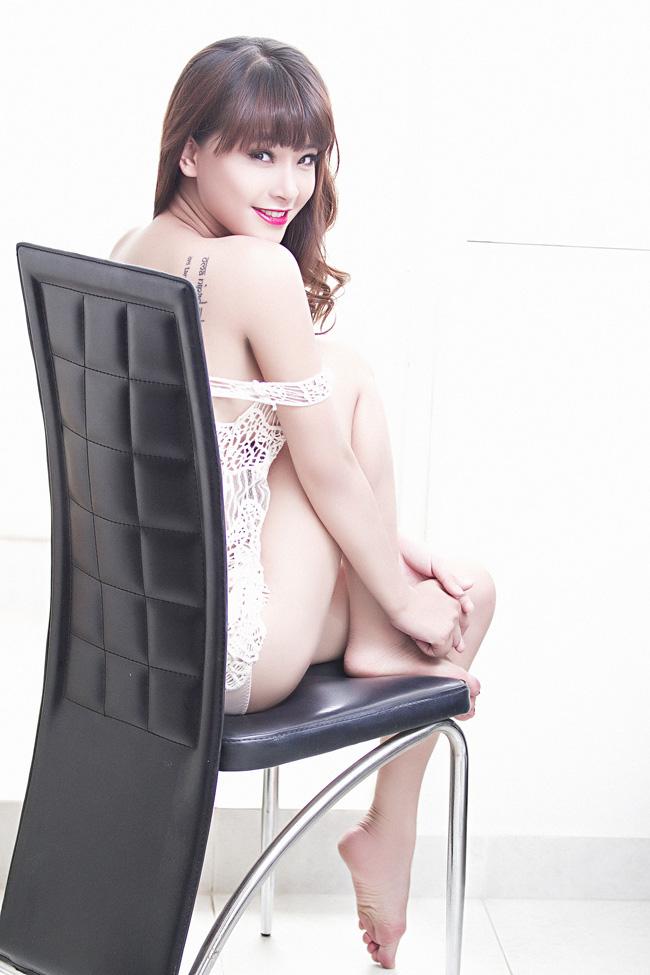 Hải Băng được biết đến với hình ảnh cô hot girl nữ tính, xinh đẹp