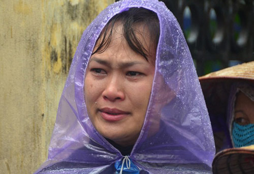 Chủ nợ siêu lừa khóc dưới mưa ngày tuyên án - 5