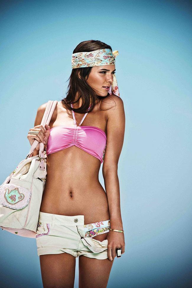 Tuy nhiên, cô sớm gặt hái được thành công trong sự nghiệp người mẫu.