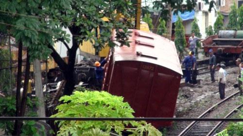 Bình Dương: Toa tàu bị trật khỏi đường ray - 1
