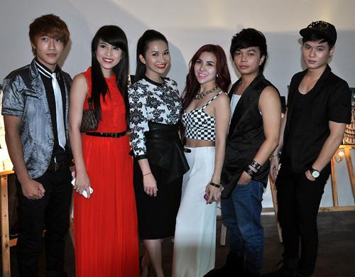 Kim Hiền mặc váy kết từ nghìn bao cao su - 16
