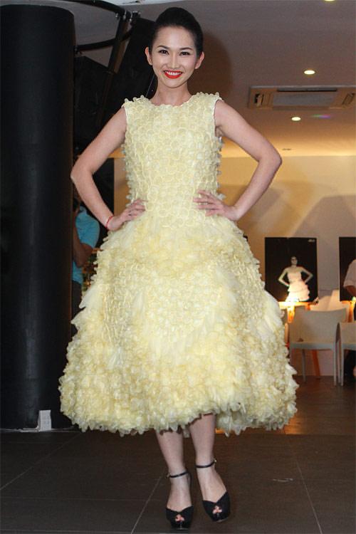 Kim Hiền mặc váy kết từ nghìn bao cao su - 8