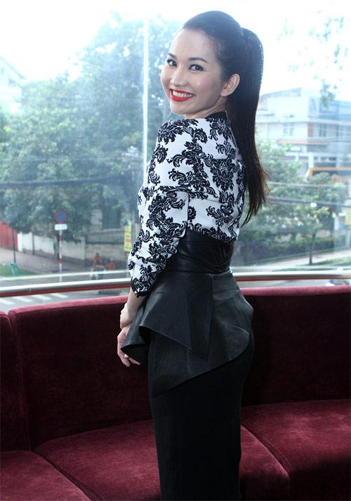 Kim Hiền mặc váy kết từ nghìn bao cao su - 6