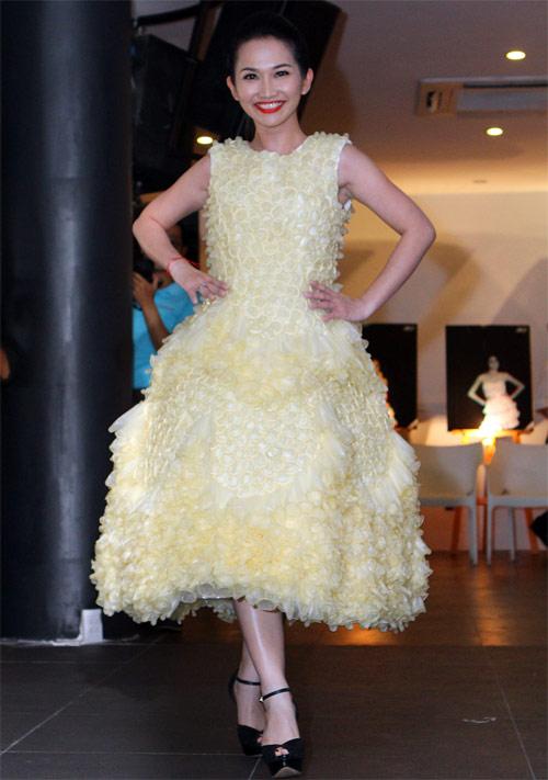 Kim Hiền mặc váy kết từ nghìn bao cao su - 7