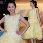 Phim - Kim Hiền mặc váy kết từ nghìn bao cao su