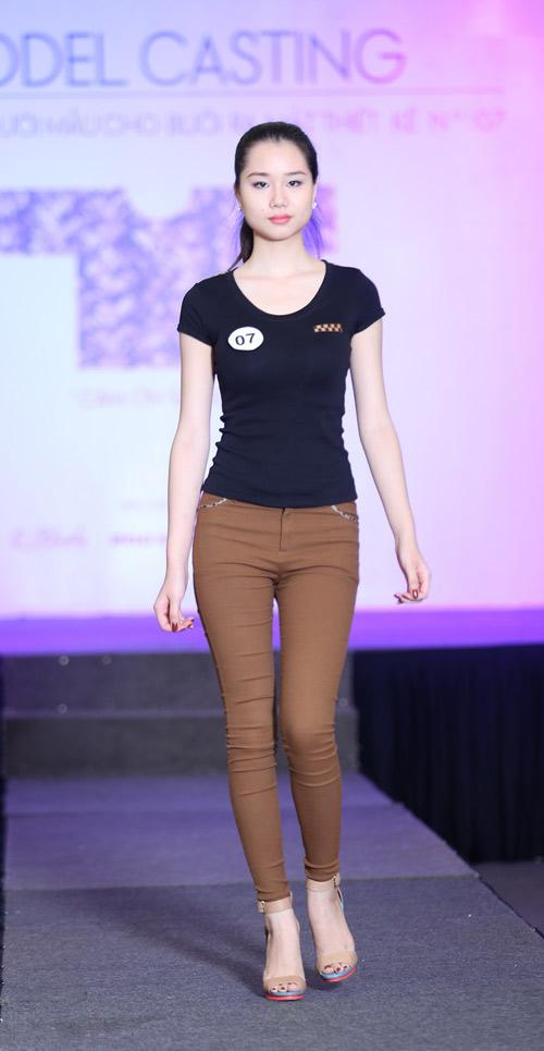 Hà Hồ cá tính với áo số - 15
