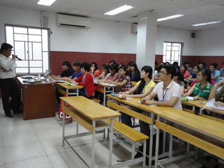 Sinh viên ĐH Hùng Vương tốt nghiệp ở bốn trường - 1