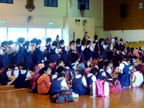 Singapore: Cô giáo bắt 29 HS đứng học 3 tháng - 1