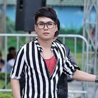 """""""Thảm họa"""" Quân Kun quỳ lạy BGK Vietnam Idol"""