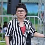 "Ca nhạc - MTV - ""Thảm họa"" Quân Kun quỳ lạy BGK Vietnam Idol"
