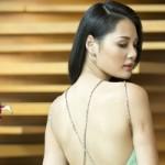 Thời trang - Hương Giang khoe lưng ong mềm mại