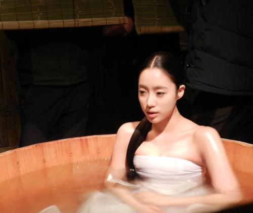 """Thần tượng xứ Hàn vất vả cảnh """"yêu"""" - 5"""