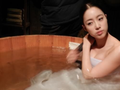 """Thần tượng xứ Hàn vất vả cảnh """"yêu"""" - 4"""
