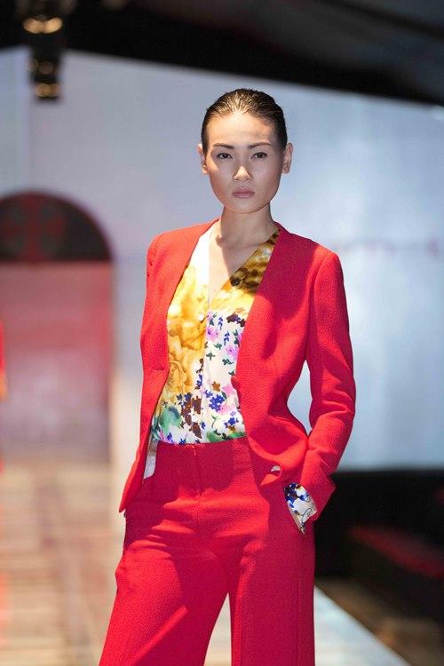 Trương Ngọc Ánh dẫn con gái diễn catwalk - 8