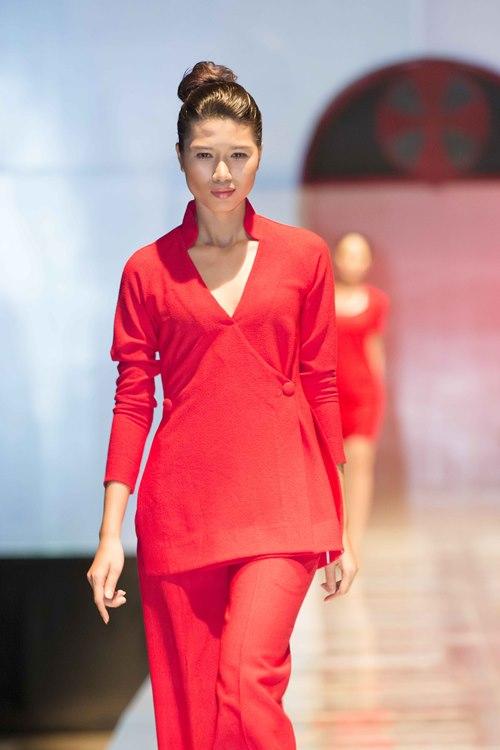 Trương Ngọc Ánh dẫn con gái diễn catwalk - 11