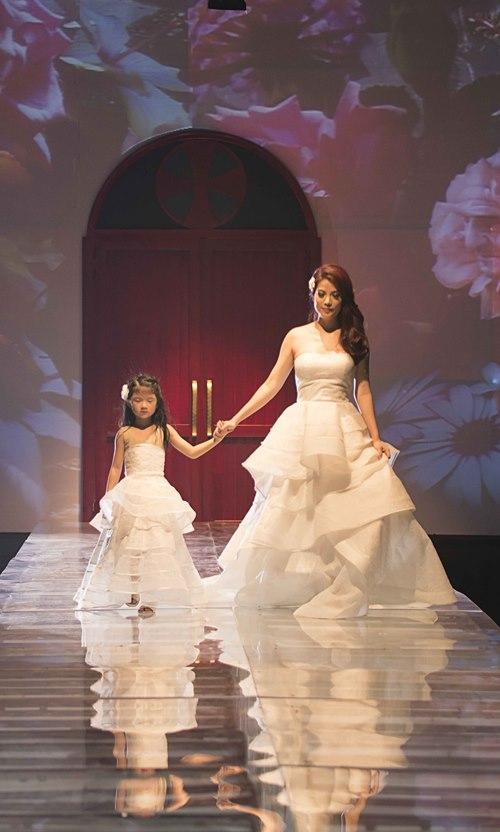 Trương Ngọc Ánh dẫn con gái diễn catwalk - 3