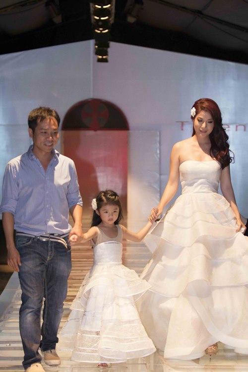Trương Ngọc Ánh dẫn con gái diễn catwalk - 5