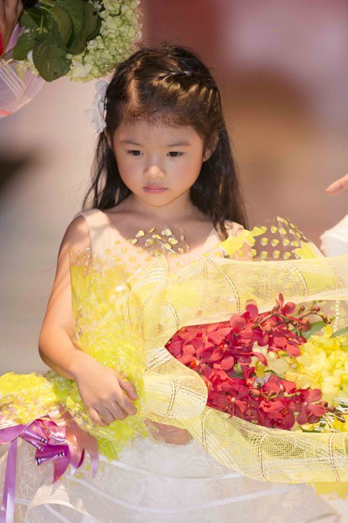 Trương Ngọc Ánh dẫn con gái diễn catwalk - 7