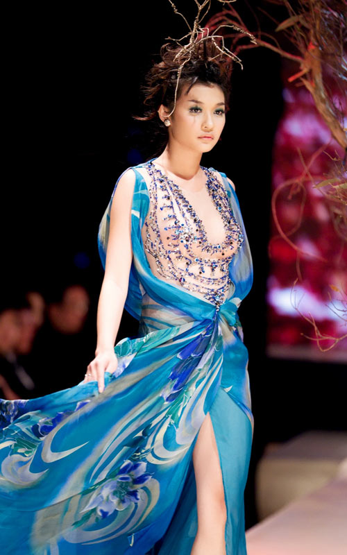 Hoàng Hải lại đưa thời trang Việt sang Ý - 2