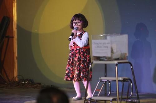 Minh Chuyên hát ca khúc về bão Nari - 11