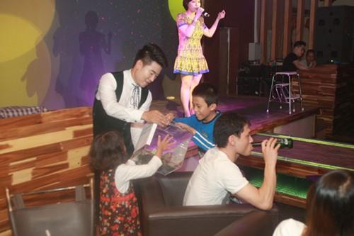 Minh Chuyên hát ca khúc về bão Nari - 15