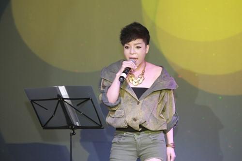 Minh Chuyên hát ca khúc về bão Nari - 2
