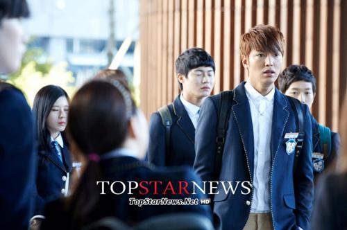 Lee Min Ho hóa nam sinh cấp 3 - 9