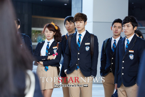 Lee Min Ho hóa nam sinh cấp 3 - 5