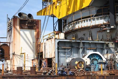 Cận cảnh tàu 25.000 tấn bốc cháy trên biển - 4