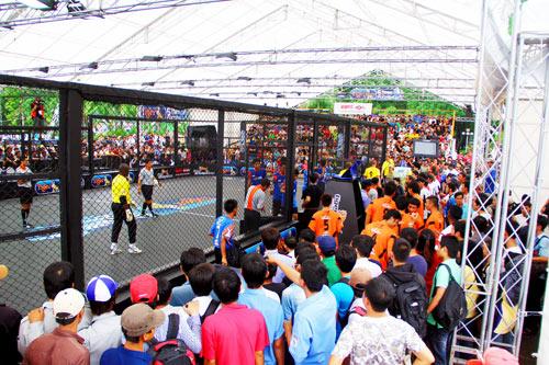Giới trẻ Hà Nội mong chờ Lễ hội bóng đá quốc tế - 1