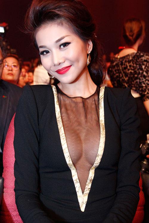Áo mỏng nhức mắt ngập tràn showbiz Việt - 4