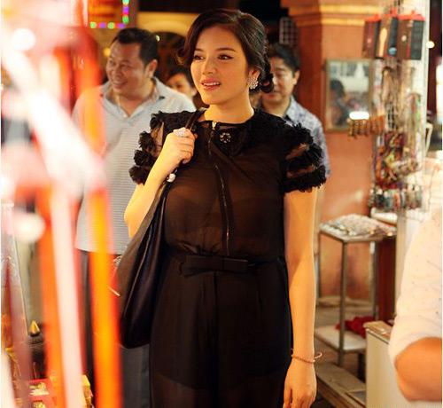 Áo mỏng nhức mắt ngập tràn showbiz Việt - 10