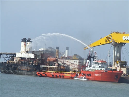 Đã dập tắt đám cháy trên tàu cẩu Wealthy Global - 1