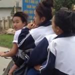 Tin tức trong ngày - Clip: Nữ sinh kẹp 5, đánh võng trên đường