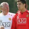 """Sir Alex từng muốn """"bắn chết"""" Ronaldo"""
