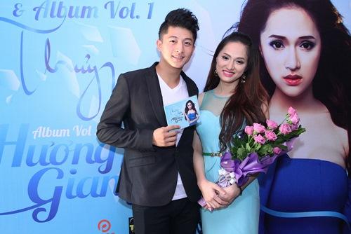 Hương Giang Idol bật khóc bên mẹ - 4