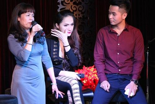 Hương Giang Idol bật khóc bên mẹ - 1